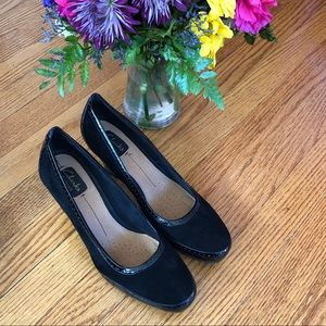 NWOT Clarks Artisan Patent & Suede Leather Pumps